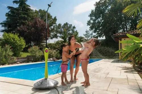 Barevná solární sprcha k zahradnímu bazénu