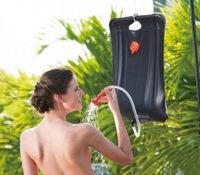 Levná závěsná solární sprcha ideální na chatu