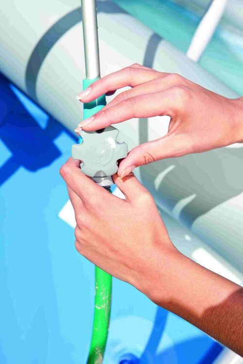 Regulace přítoku vody k bazénové sprše