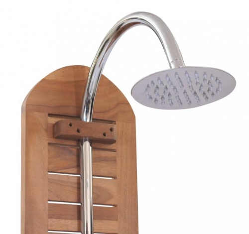 Sprcha k bazénu z tropického dřeva