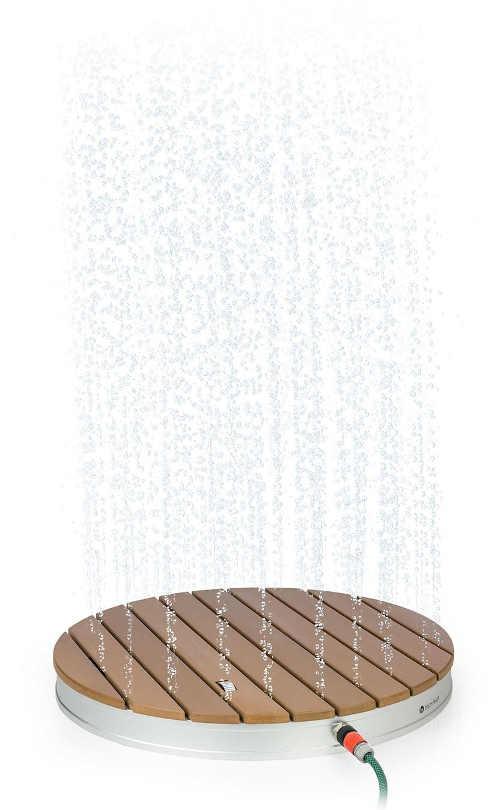 Unikátní fontánová zahradní sprcha se spodním proudem