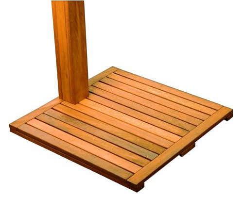 Zahradní sprcha s dřevěným prostorem na stání